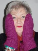 Mammi med vantar och sjal