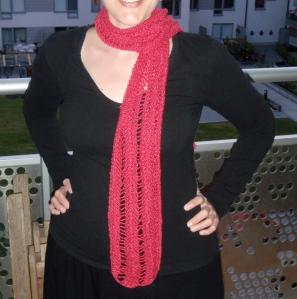 Hallonröd somrig halsduk